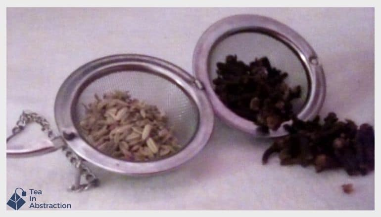 tea infuser with fennel seed and cloves